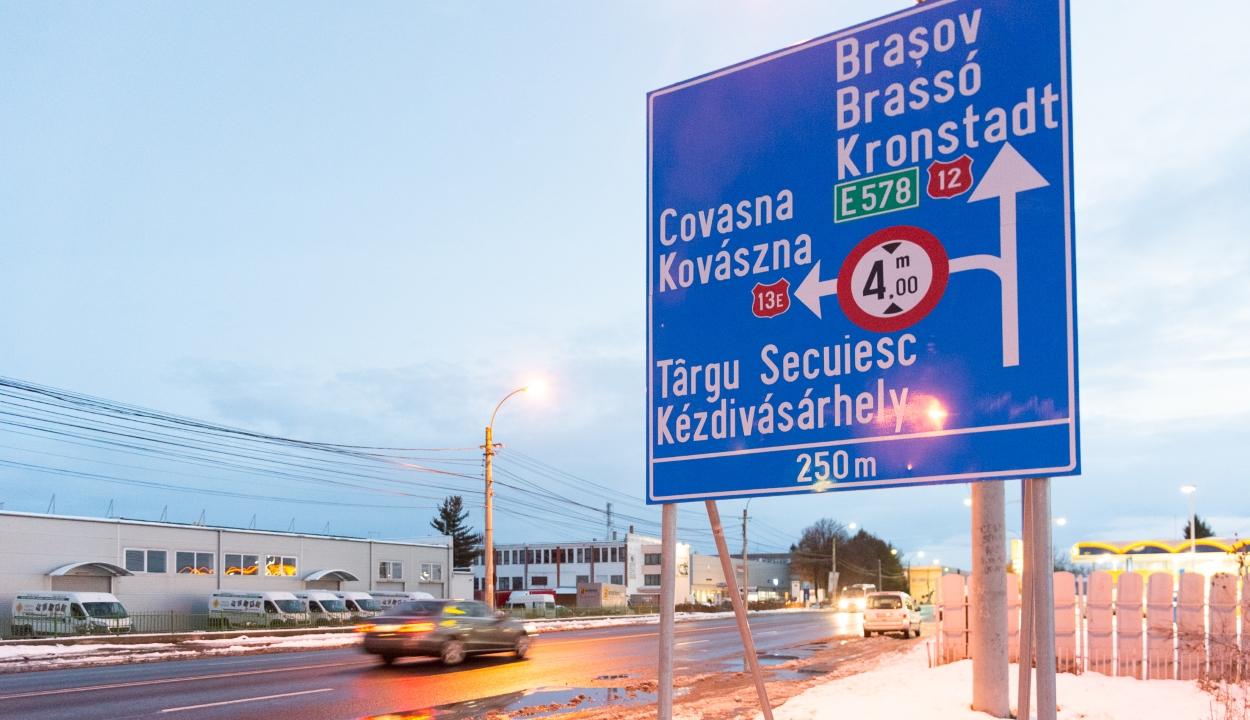 Új, kétnyelvű irányító táblákat helyeztek ki Sepsiszentgyörgyön