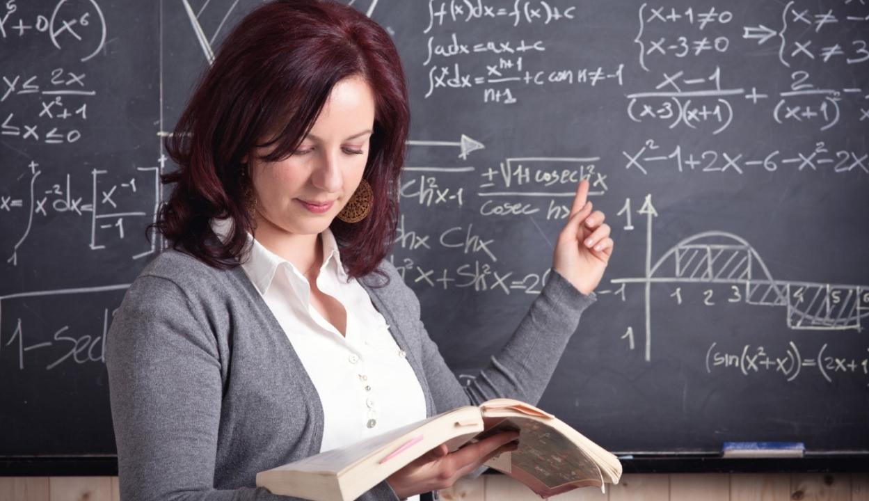 Megegyeztek a kormánnyal: előrehozzák a tanárok fizetésemelését