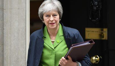 """Theresa May: """"egyszer és mindenkorra"""" véget ér az EU-polgárok szabad bevándorlása"""