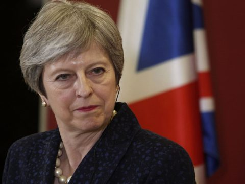 Lemondott a Brexit ügyi-miniszter, May szerint a bennmaradás is egy lehetőség
