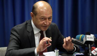 """Băsescu a DNA kihallgatás előtt: """"Hinni a templomban kell"""""""