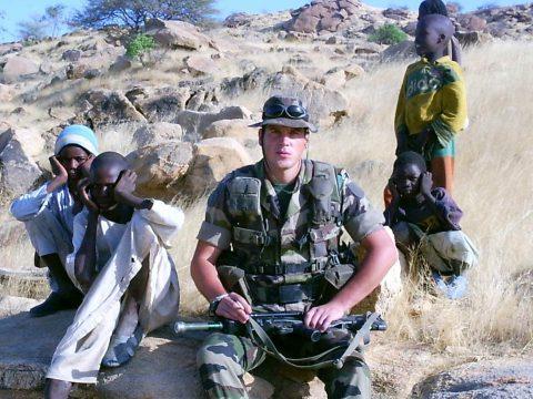 Bajtársak, kihívások, békeküldetések