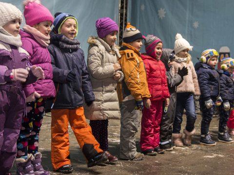Kitárta kapuit a karácsonyi gyermekváros