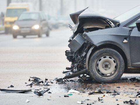 Több mint 70 baleset és 16 halott a megye útjain