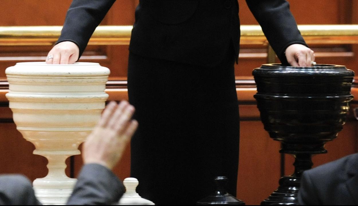 Iktatták a parlamentben a Dăncilă-kabinet elleni bizalmatlansági indítványt
