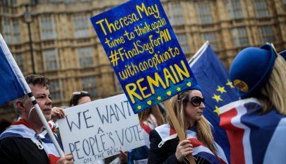 Brexit: kormánypárti és ellenzéki képviselők kezdeményeznek újabb népszavazást