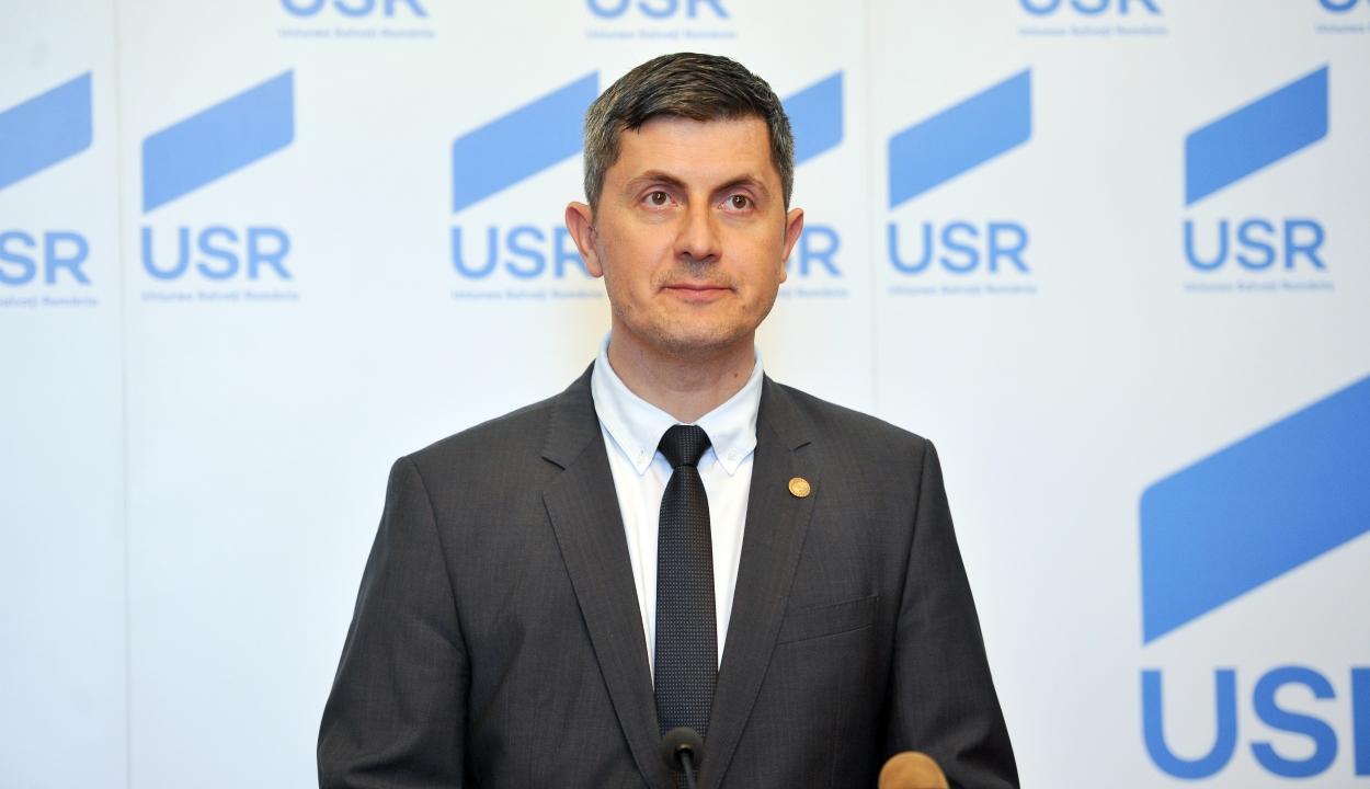 Az USR azt kéri Johannistól, vegyen részt mindegyik decemberi kormányülésen