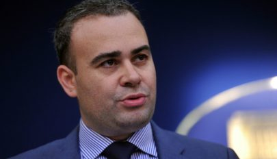 Plagizálással vádolták meg Darius Vâlcov miniszterelnöki tanácsadót