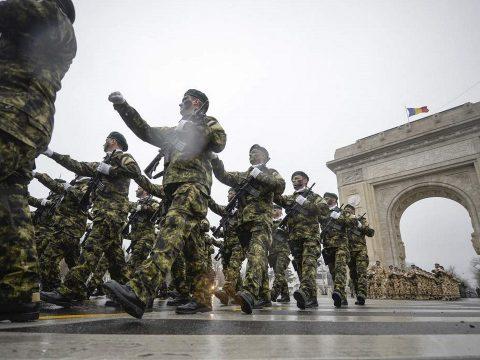 Véget ért a centenárium tiszteletére tartott katonai parádé a bukaresti Diadalívnél