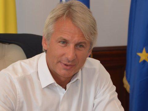Cáfolja a pénzügyminiszter, hogy befagyasztanák a közalkalmazottak fizetését