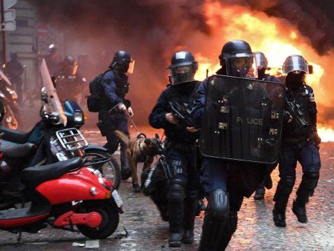 A párizsi tüntetők tíz százaléka került őrizetbe