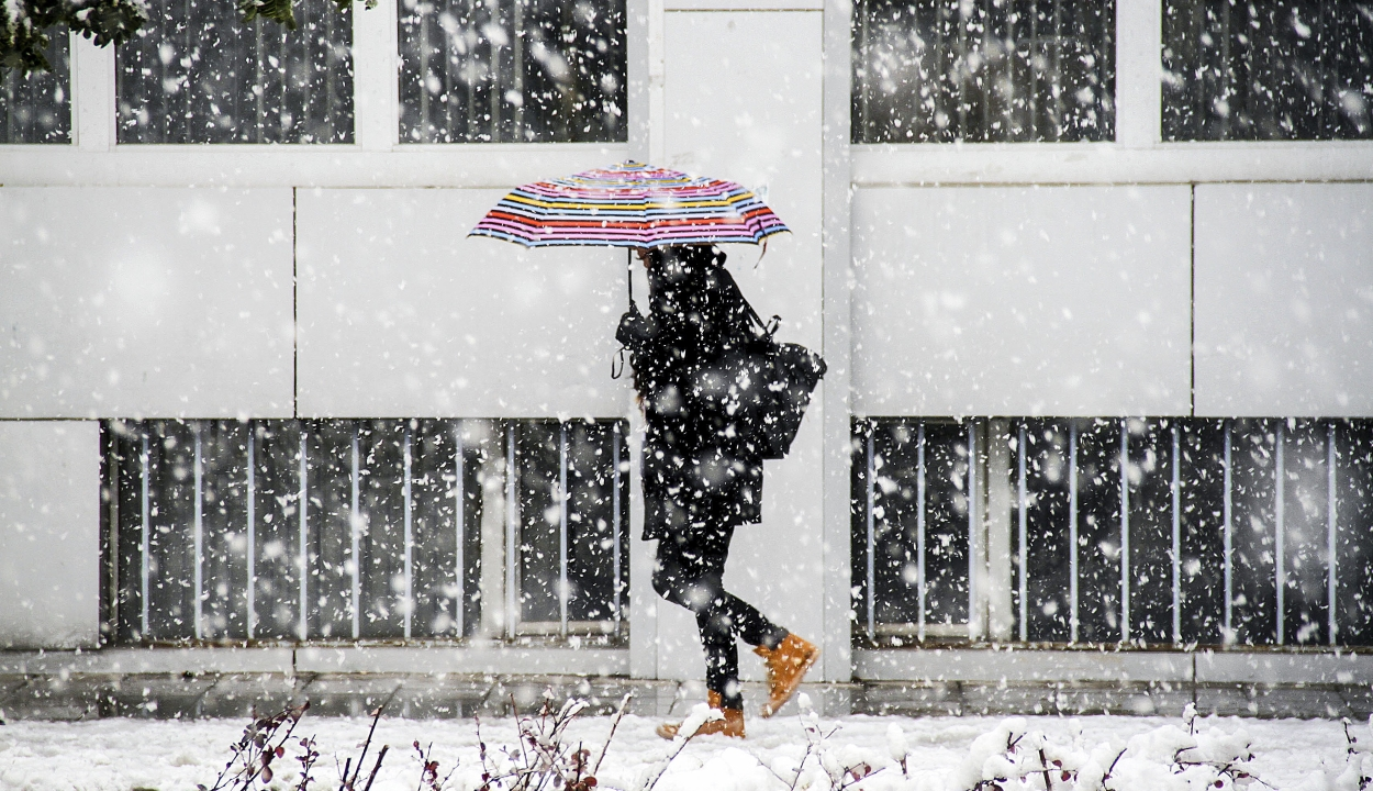 Havazásra, havas esőre, jegesedésre figyelmeztetnek a meteorológusok