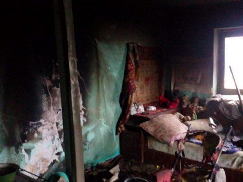 Három kisgyerek halálát okozta egy lakástűz Maros megyében