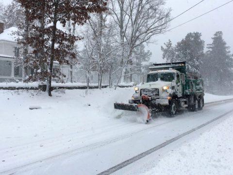 Hóviharok dúlnak az Egyesült Államokban, több százezren maradtak áram nélkül
