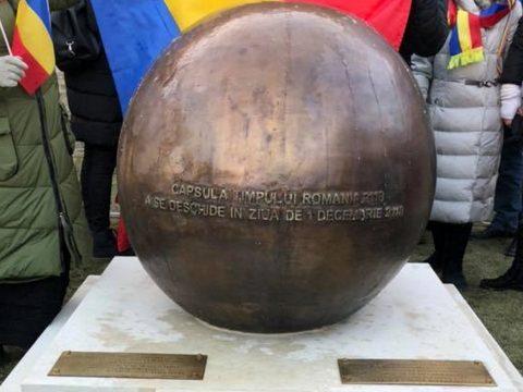 Időkapszulát helyeztek el Gyulafehérváron a 2118-ban élő nemzedék számára