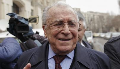 Megvádolták Ion Iliescu volt államfőt az 1989-es forradalom ügyében