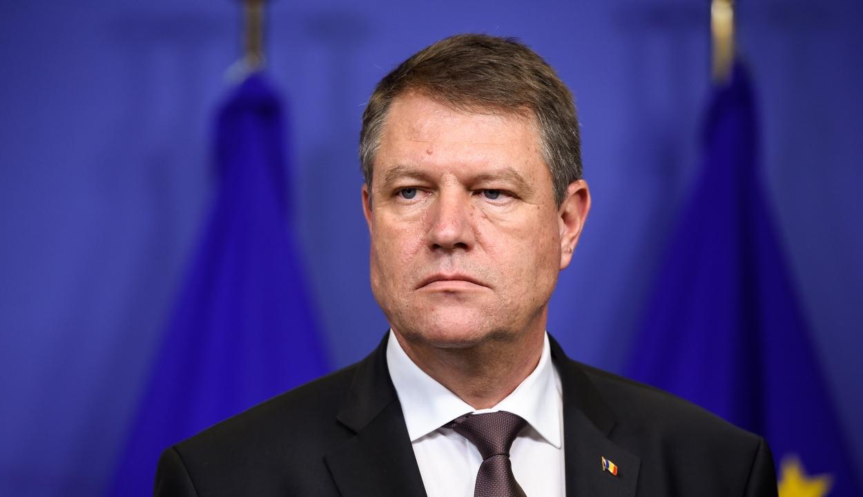 Aláírta Johannis az ügyvivő miniszterek kinevezéséről szóló rendeleteket