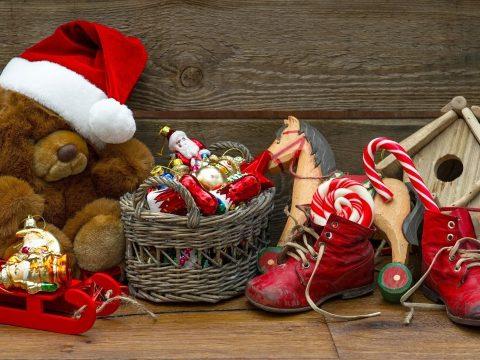 Felmérés: a romániai lakosok átlagban 345 lejt szánnak Mikulás-ajándékok vásárlására
