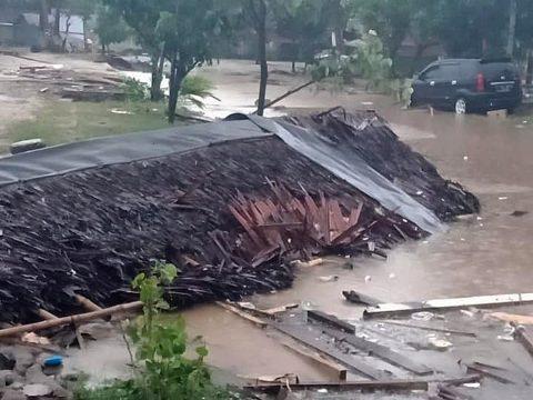 Súlyos cunami Indonéziában: közel 200 halott, legalább 700 sérült