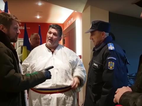 Román népviseletbe öltözött személyek zavarták meg a szentgyörgyi román színház bemutatóját
