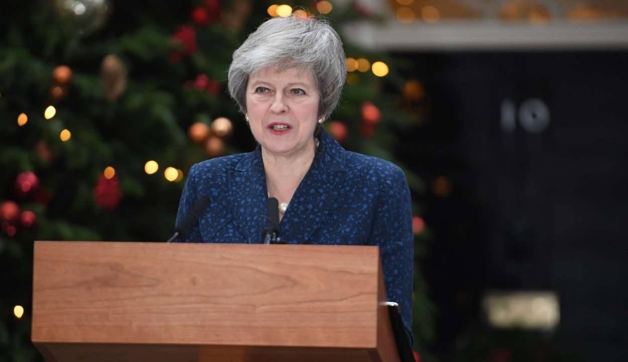 Theresa May: helyrehozhatatlan politikai kárt okozna egy újabb népszavazás
