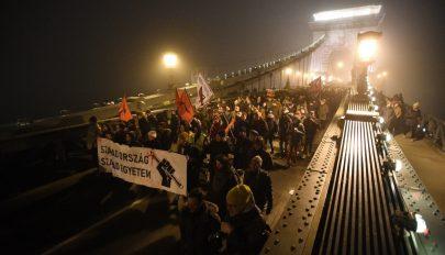 Csütörtök este is tüntettek Budapesten