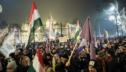 A kormány és az államfő ellen tüntettek Budapesten