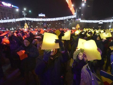 Kormányellenes tüntetés volt a nemzeti ünnepen Bukarestben és Kolozsváron