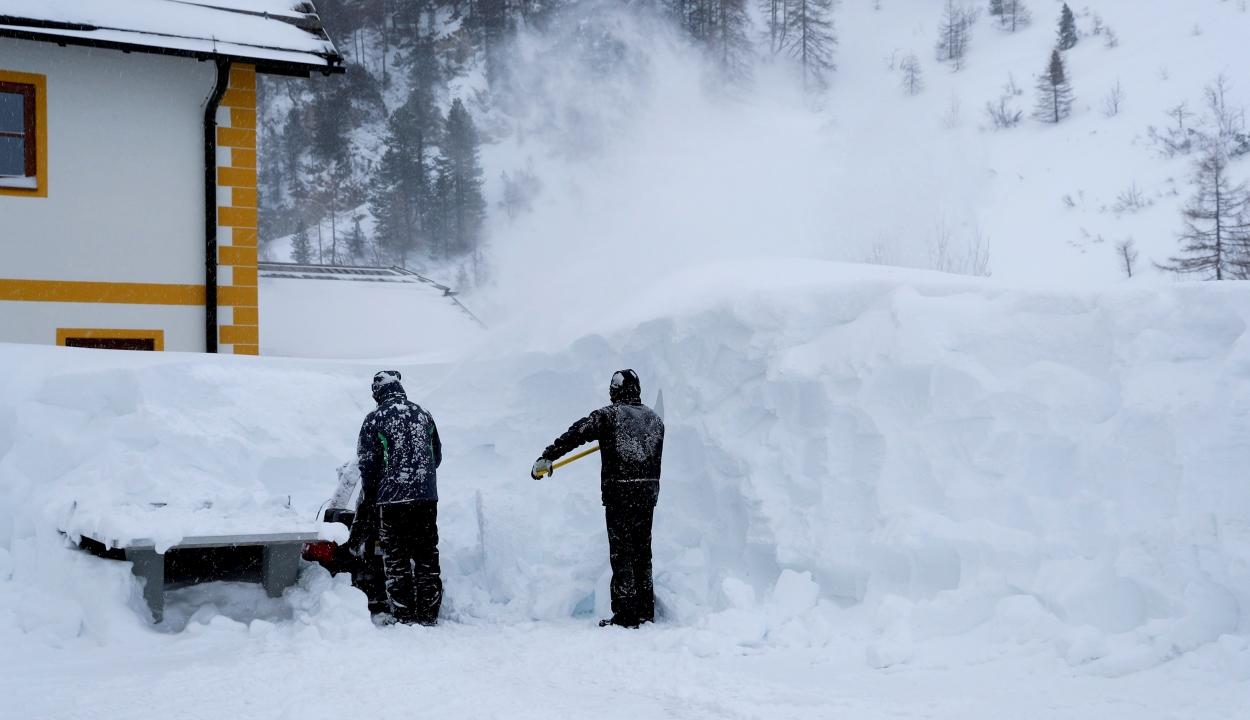Több tucat település vált elérhetetlenné Ausztriában a havazás miatt