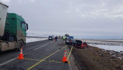 Három autó balesetezett Rétynél