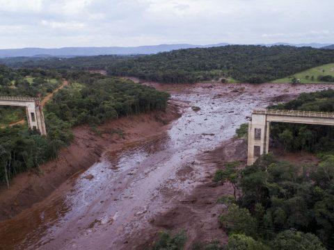 Több száz ember tűnt el Brazíliában, miután átszakadt egy zagytározó gátja