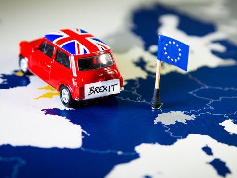A brit kormány elfogadta a Brexit halasztását, nincs megfelelő többség az előrehozott választáshoz