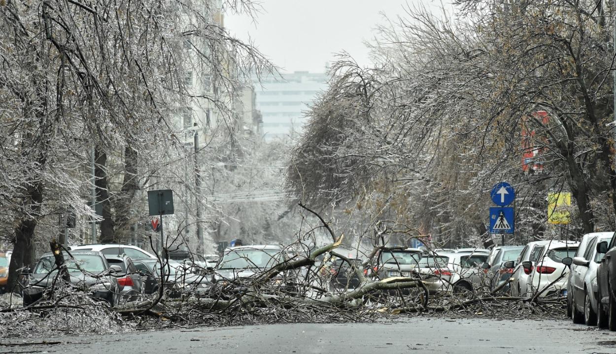 Belügyminisztérium: 16 megyében és a fővárosban okozott gondot a rossz idő