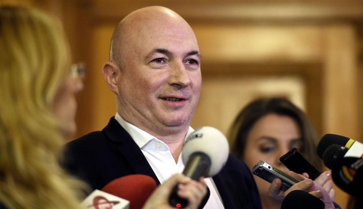 Codrin Ştefănescu: Johannis egész egyszerűen kéri a felfüggesztését