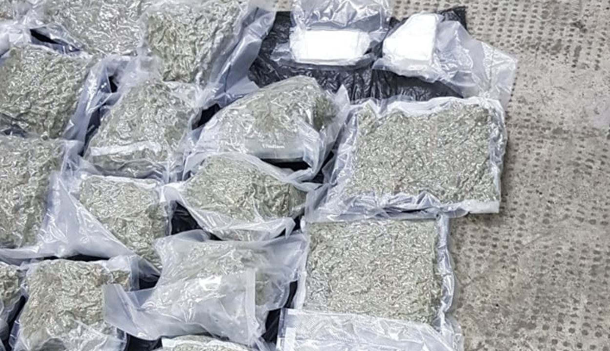 Több mint 17 kiló drogot próbált meg Magyarországról Romániába hozni három férfi