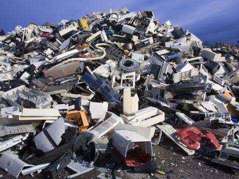 Egyre nagyobb veszélyt jelent az egészségre az elektronikus hulladék