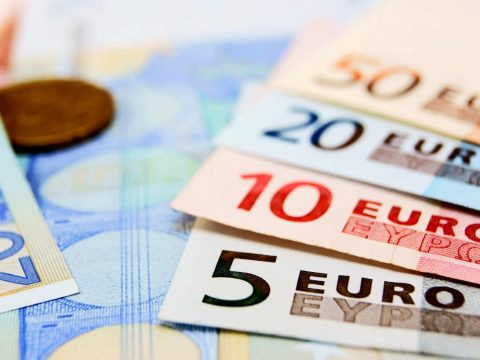Minden korábbinál több európai támogatja az eurót