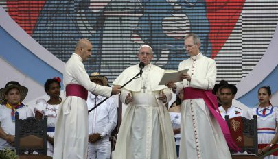 Ferenc pápa felszólalt a migránsok megbélyegzése ellen