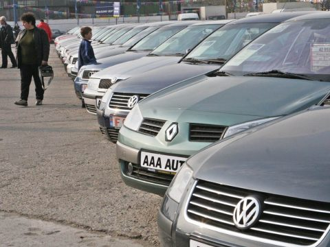 Kilenc százalékkal csökkent tavaly a forgalomba íratott használt gépjárművek száma
