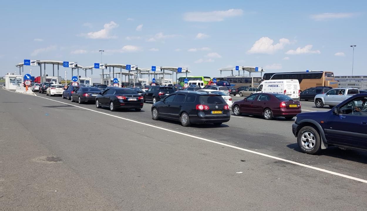 Határrendészet: egy órás várakozási idő a nagylaki autópálya-határátkelőnél