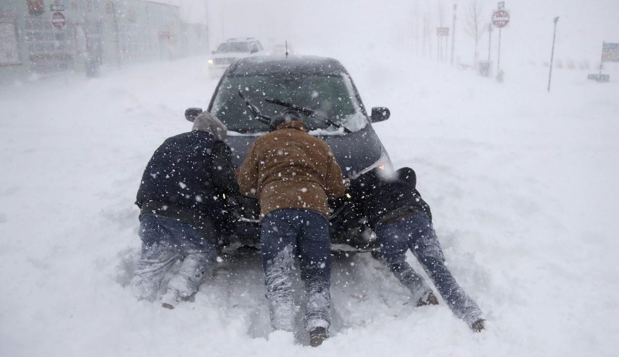 Hóviharok dúlnak az Egyesült Államok középső vidékein