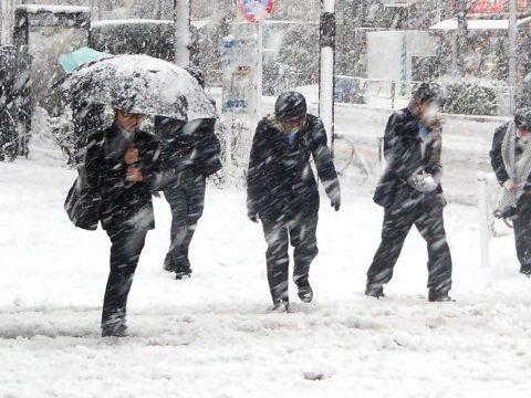 Sárga riasztást adtak ki 25 megyére: eső, havas eső, havazás és hóviharok várhatók
