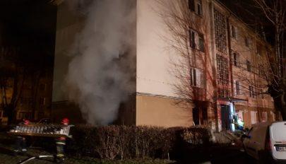 Tűz és robbanás egy marosvásárhelyi panelházban