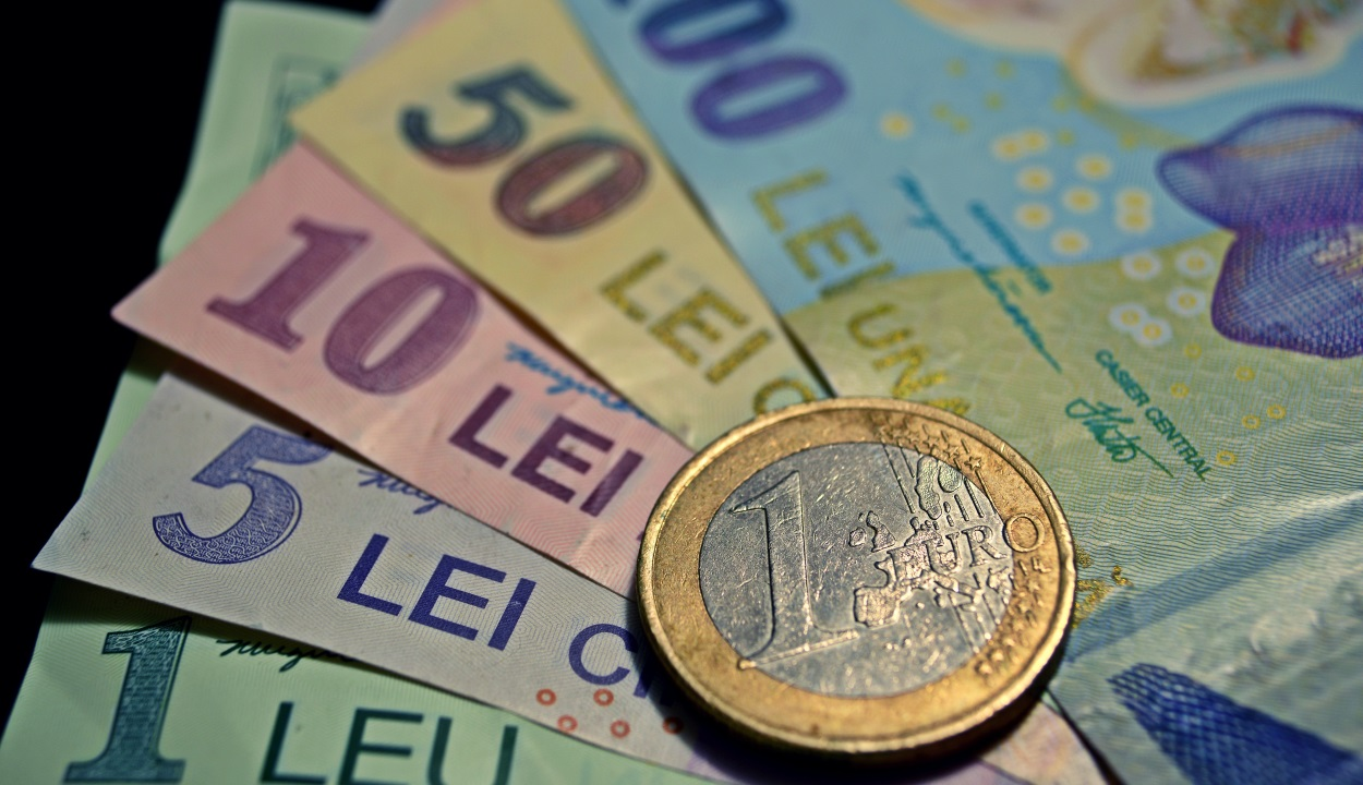Történelmi mélyponton a lej az euróhoz képest