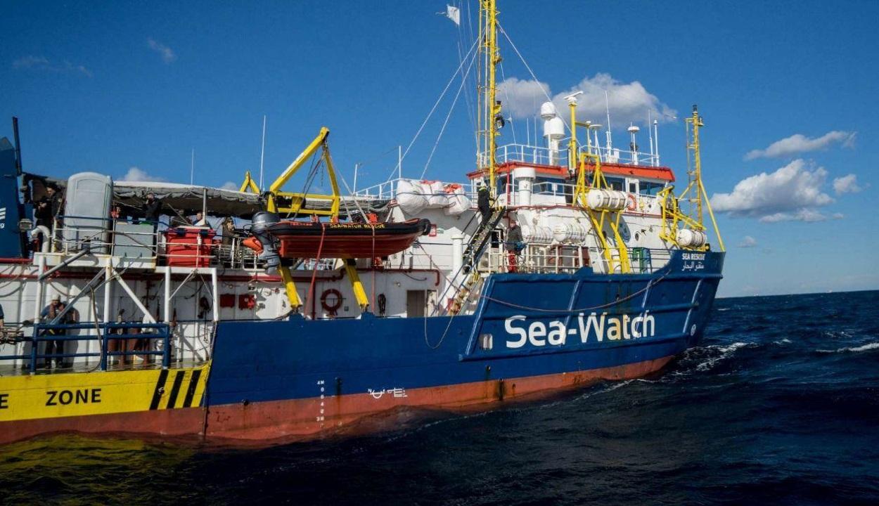 FRISSÍTVE: Menekülteket fogadhat be Románia egy Földközi-tengeren várakozó hajóról