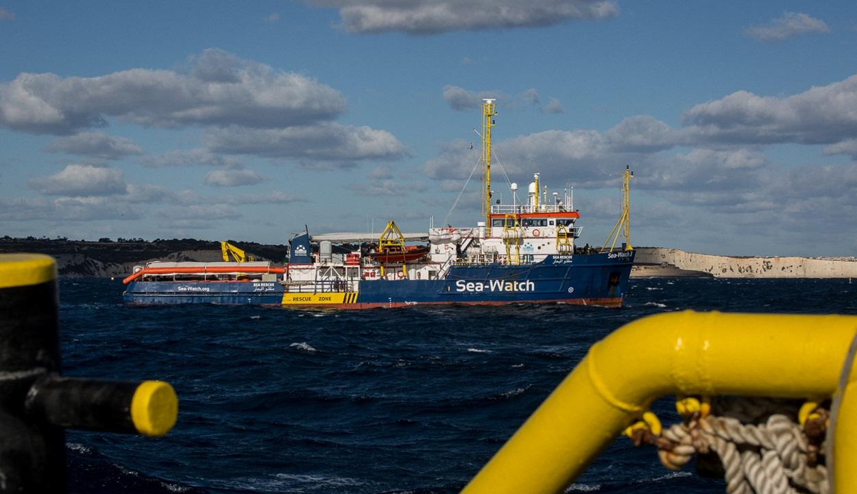 Máltán köthetnek ki a hetek óta a tengeren veszteglő mentőhajók