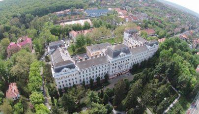 MOGYE-ügy: A rektor szerint erőltetett összekapcsolni az angol és a magyar fakultás ügyét
