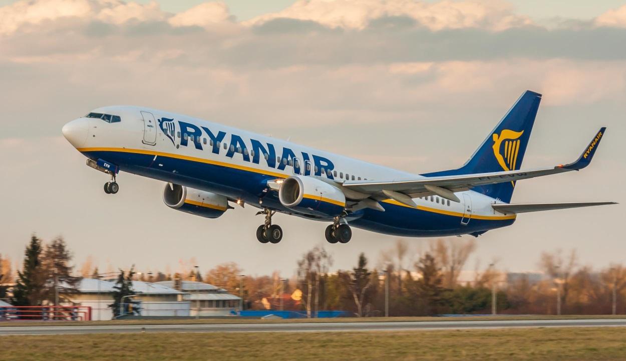 Temesváron kellett landolnia a Ryanair gépének a görögországi sűrű havazás miatt