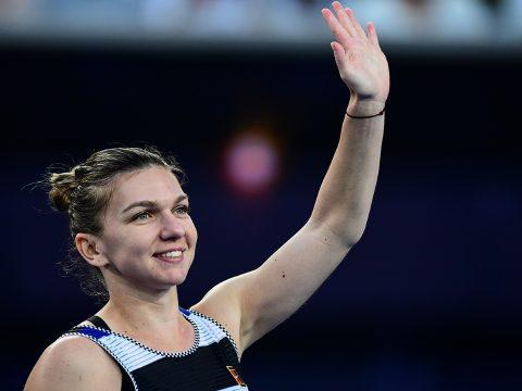 Simona Halep húszezer rajongónak mutatta be a wimbledoni trófeát