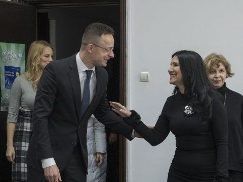 A román egészségügyi miniszterrel tárgyalt Szijjártó Péter Bukarestben